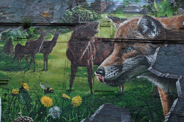 This mural shows Glasgow wildlife