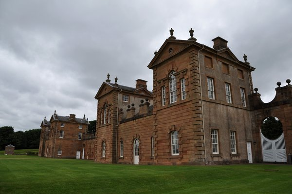 Chatelherault%20was%20used%20at%20different%20times%20as%20a%20summer%20palace%20and%20dog%20kennels