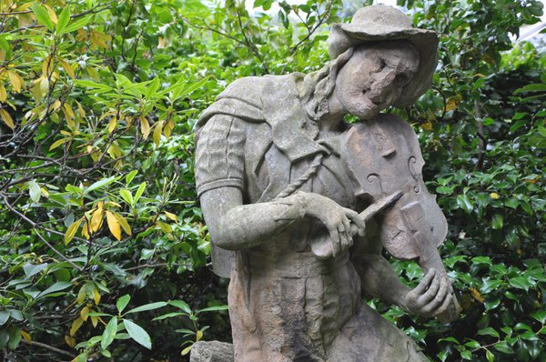 Unloved fiddle player carved in stone