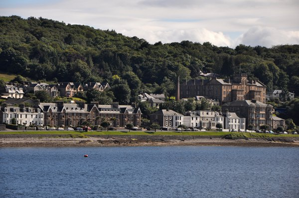 Wealthy merchants had houses built along the Rothesay shore