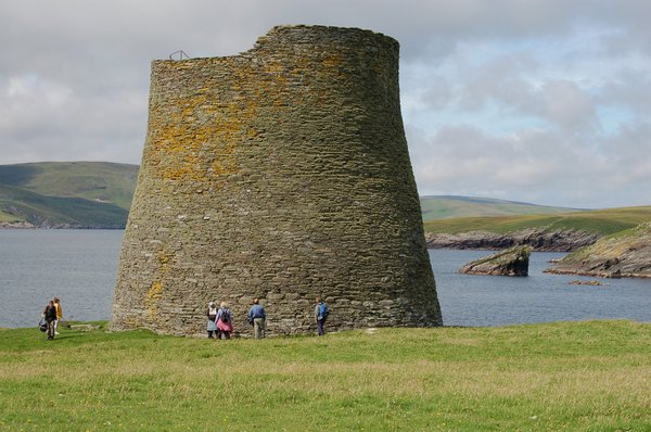 Mousa%20Broch%20on%20the%20Isle%20of%20Mousa%20off%20the%20Shetland%20main%20island%20is%20the%20best%20preserved%20in%20Scotland%20and%20the%20world%20